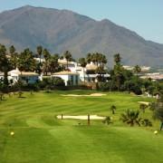 купить апартаменты рядом с гольф полем в LaDuquesa