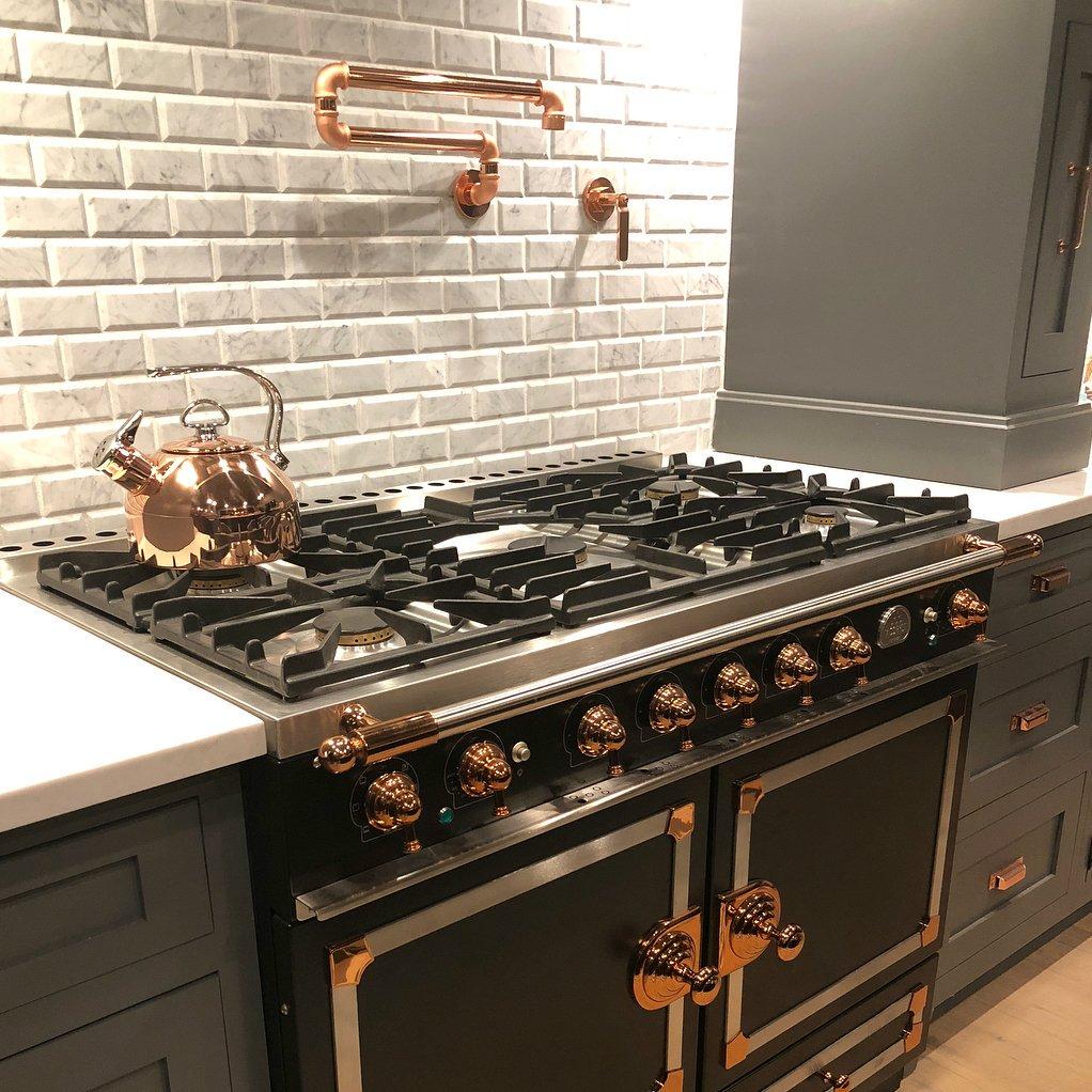Американское оборудование для кухни и мебель, смесители, плиты, льд генераторы, грили