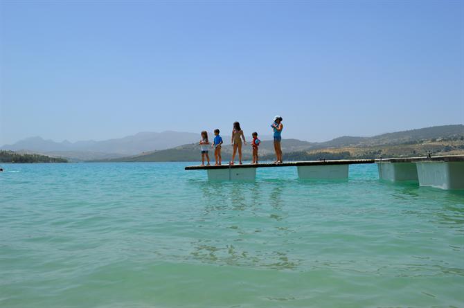 купание в озерах испании рядом с малага