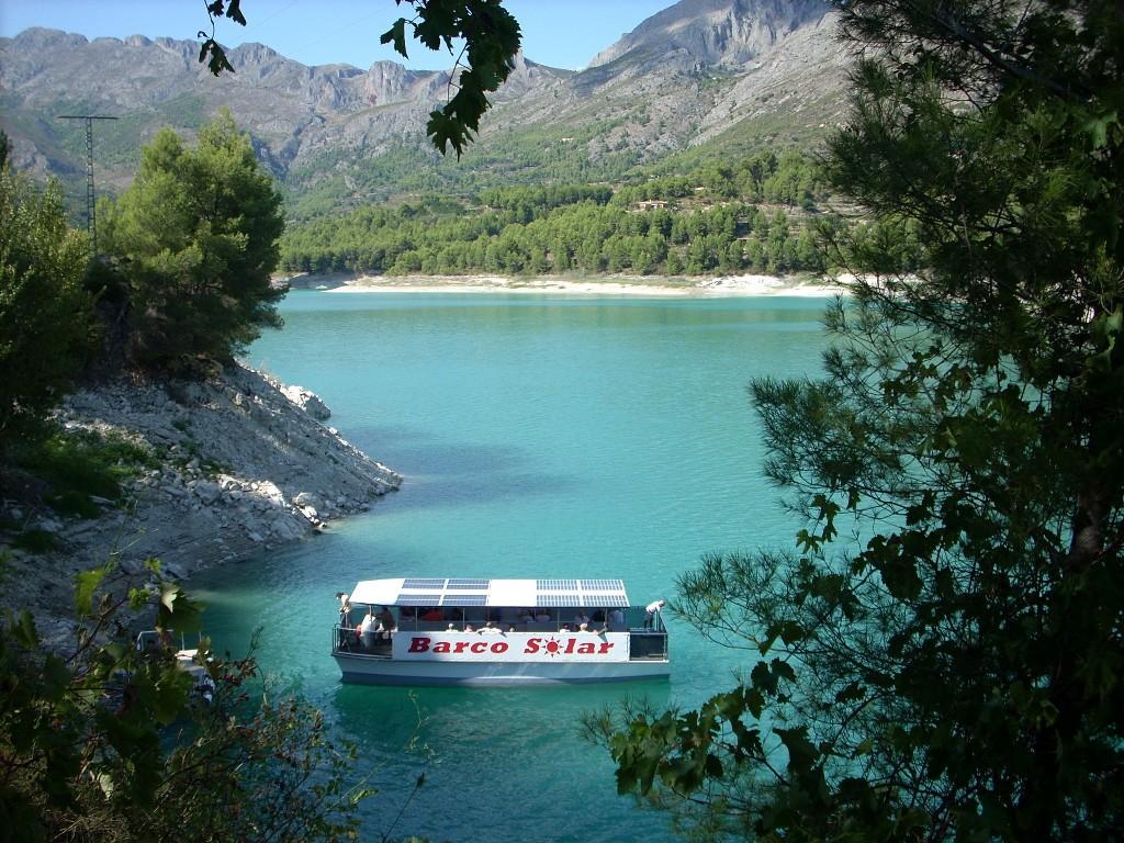 катание на лодке на озере Гуадалест